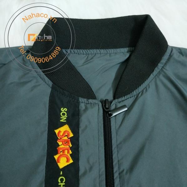 cổ áo của mẫu áo khoác 04