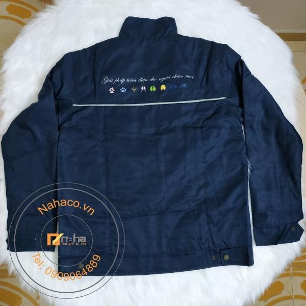mặt sau của mẫu áo khoác 03