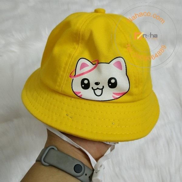 miêu tả trên tay mẫu nón bucket trẻ em