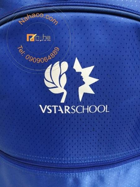 logo in trên mặt trước của mẫu
