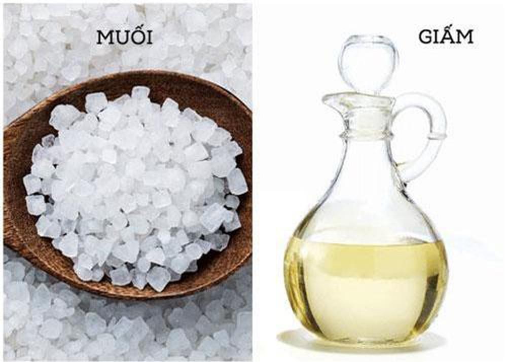 tẩy trắng quần áo sử dụng dung dịch giấm và muối