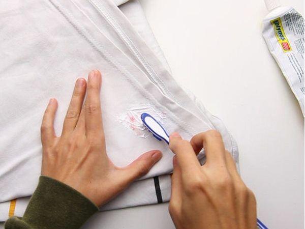 sử dụng kem đánh răng để tẩy trắng quần áo